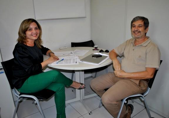 Coordenadora de Pesquisa e de Pós-Graduação, Socorro Rufino, e o consultor e professor da UFMT, Paulo Teixeira