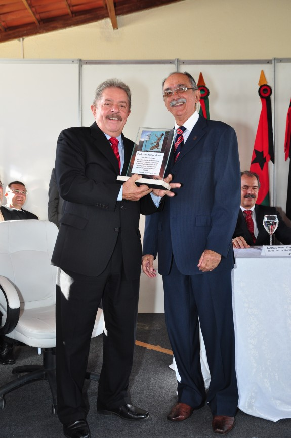 Lula, ao lado do coordenador do Fórum, Alberto Pinheiro