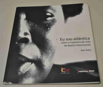 RATTS, Alecsandro (Alex) J. P. . Eu sou Atlântica: Sobre a Trajetória de Vida de Beatriz Nacimento. 1. ed. São Paulo: Imprensa Oficial / instituto Kuanza, 2007. v. 1. 136p.
