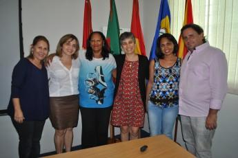 Servidores saúdam  diretora do Campus