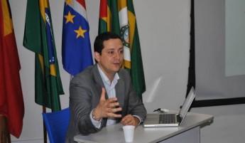 prof-gabriel-antunes-araujo-lança-dicionario-santome-portugues1