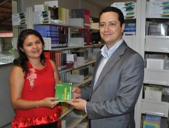 prof-gabriel-antunes-araujo-lança-dicionario-santome-portugues3