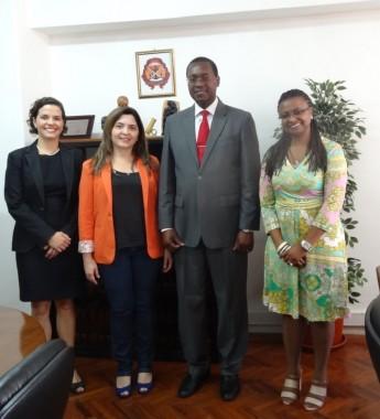 Ministério da Educação- Dr. Arlindo Chilundo (Vice-ministro da Educação), Nilma Lino Gomes (Reitora), Maria Socorro Moura Rufino (Proinst), Mariana Horta (ABC)