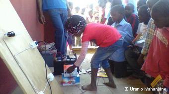 Crianças também recebem formação sobre energias renováveis.