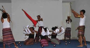 Apresentação de dança tradicional do Timor-Leste.