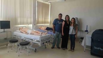 Rafaella conhece estrutura física do curso de Enfermagem.