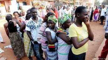 Eleitores aguardavam sua vez de votar em Bissau.