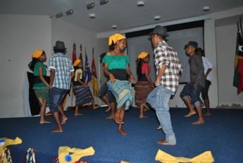 Dança de influência portuguesa Folclórica.
