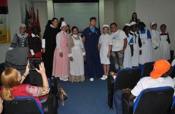 Desfile de trajes do profissional da Enfermagem.