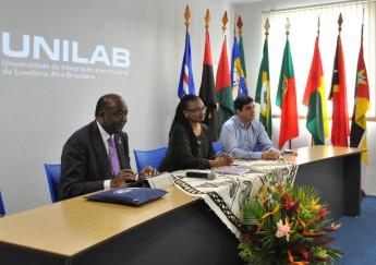 (esq. p/ dir.): Jorge Ferrão, reitor da UniLúrio; Nilma Gomes, reitora da Unilab; e Cássio Rúbio, pró-reitor de Relações Institucionais da Unilab
