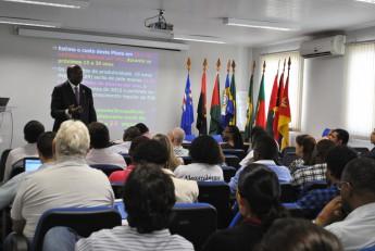 Jorge Ferrão em palestra à comunidade acadêmica presente