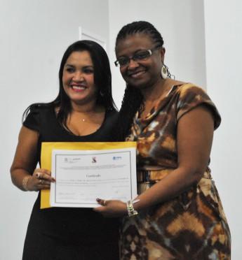 Reitora da Unilab entrega certificados de Redenção