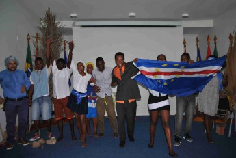 Estudantes festejaram, neste dia 02, os 39 anos da independência de Cabo Verde.