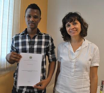 Estudante de Cabo Verde, Carlos Santos; e profª. Carla Susana Abrantes