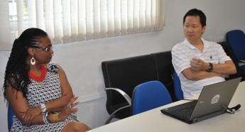 Reitora Nilma Gomes apresenta dados da universidade e destaca atuação na área da cooperação internacional.