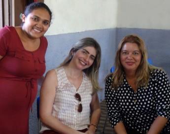 A professora dos cursos, Aurilene Vieira D'avila, a coordenadora de Extensão e Ações Comunitárias, Rafaella Pessoa Moreira, e a supervisora pedagógica do Senac, Elisângela Araújo.