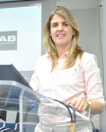 Coordenadora do curso, profª. Juliana Ceslestino