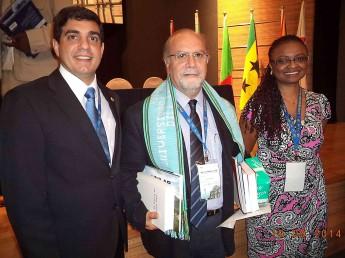 Representantes da Unilab ao lado do  Vice-Reitor da Universidade de Macau, Rui Martins.