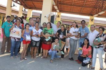 Produtores, estudantes e servidores participaram do Clube de Trocas Solidárias.