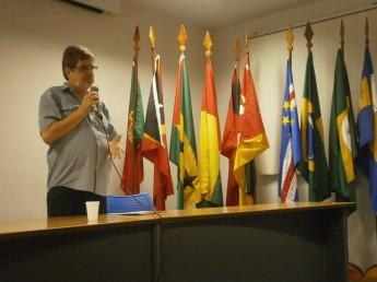 Professor Roberto Leher (UFRJ) defende universidade pública engajada.