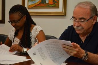 Reitora da Unilab, Nilma Gomes, e o diretor geral da Fa7, Ednilton.  (Foto: Sarah Veloso)