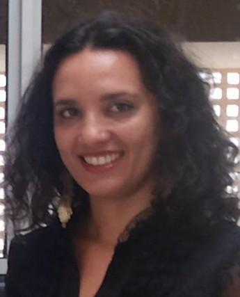 Professora Camila Maria Marques Peixoto.