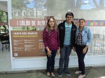 Os estudantes Débora Nascimento, Felipe Rocha e Lorena Andrade fazem parte do Projeto de Extensão.