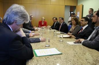 Ministra Marta Suplicy e representantes de secretarias do Ministério da Cultura e do Ministério da Educação em reunião de lançamento do edital (Foto: Elisabete Alves)