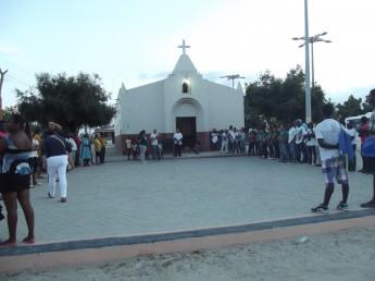 Estudantes da Unilab entregam livros em comunidade quilombola