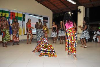 Apresentação de dança típica.