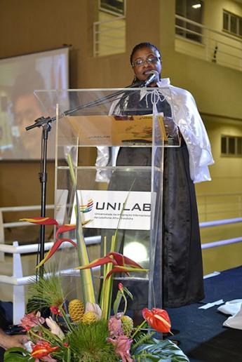 A reitora discursa durante a 1ª colação de grau da Unilab (Foto: Assecom/Unilab)