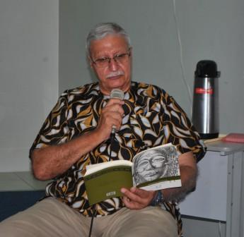 """Manuel Casqueiro, autor de """"Mulungu Pululu – Homem branco transparente""""."""