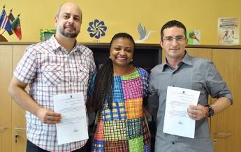 Reitora Nilma Gomes dá posse aos novos coordenadores da universidade.