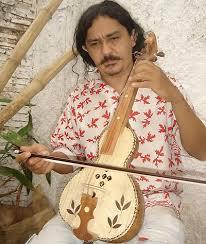 Di Freitas, lutier e multi-instrumentista, irá ministrar oficina sobre ciração de instrumento musicais.