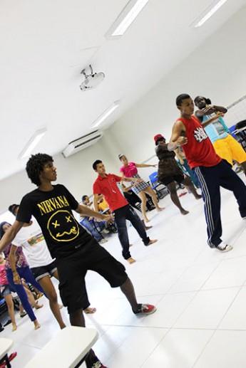 Curso de dança realizado pela Proex.