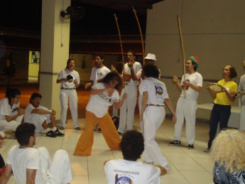 A aula inaugural foi encerrada com roda de capoeira.