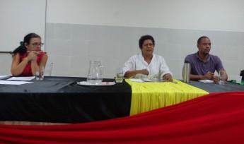 """Rosângela Araújo (Mestre Janja), ao centro, falando sobre """"Intersecções entre raça, gênero e sexualidade"""""""