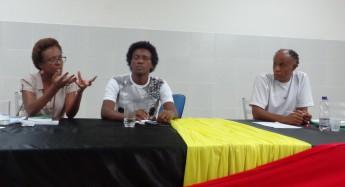 "Professora Vera Regina Silva, a esquerda, falando sobre ""Territorialidade e comunidades tradicionais"""