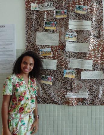 Estudante Beatriz Borges expondo trabalho