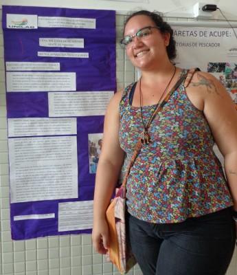 Estudante Bruna Maia expondo trabalho