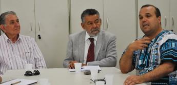 Da esquerda para a direita: Secretário da Saúde do Ceará, Carlile Lavor, reitor da Unilab, Tomaz Mota Santos e o diretor da Fiocruz, Fernando Carneiro.