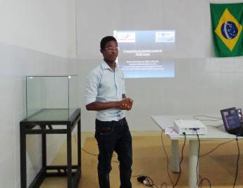 Estudante de BHU, Braima Seidi, apresentando trabalho