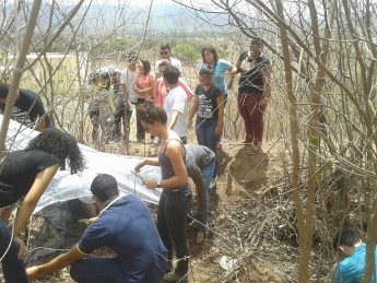 Estudantes na APP por trás do Campus das Auroras, em Redenção/CE. Foto: Unilab.