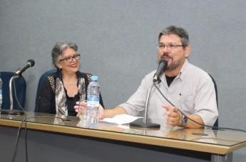 A escritora Ana Miranda e o professor José Carlos Siqueira. Foto: acervo pessoal.