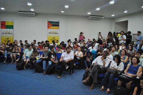 Participação maciça da comunidade acadêmica.