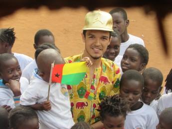 """Gislailson """"Cá"""", aluno do Bacharelado em Humanidades, em visita a Guiné-Bissau."""