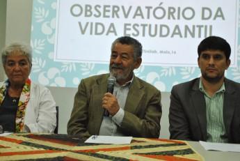 Da esquerda à direita: professora Sônia Sampaio, reitor pro tempore Tomaz Santos e o pró-reitor, Alexandre Cunha.