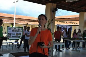Professora Andrezza durante abertura do evento. Foto: Assecom.