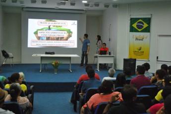 Apresentação sobre atividades na comunidade Piroás. Foto: Assecom.