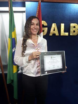Professora Luma Andrade recebe comenda em Alagoas (Foto: Arquivo pessoal)